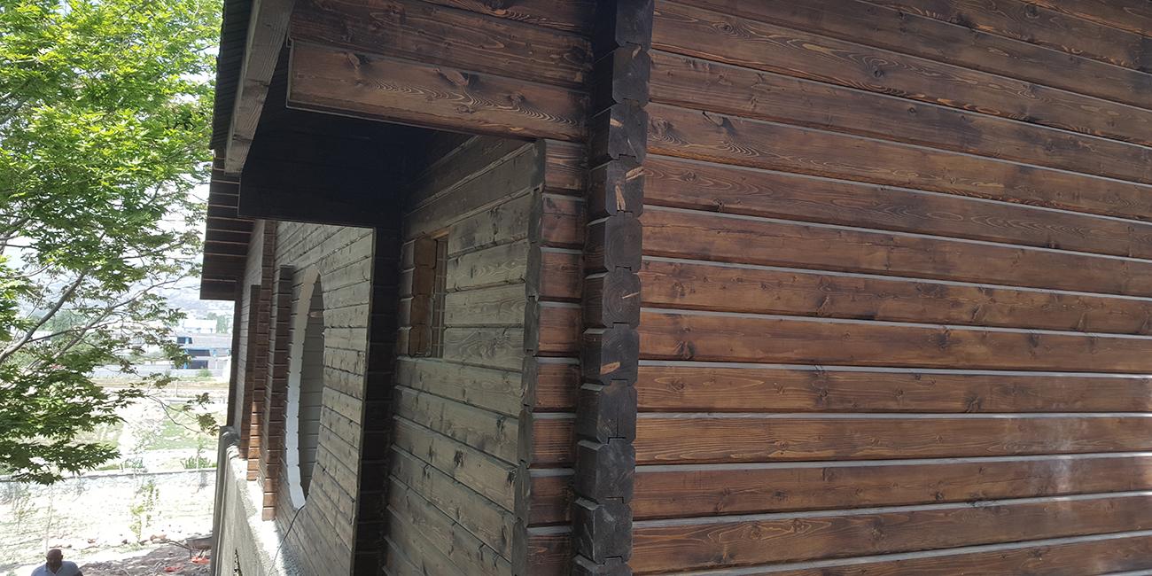 ویلای چوبی بزرگ